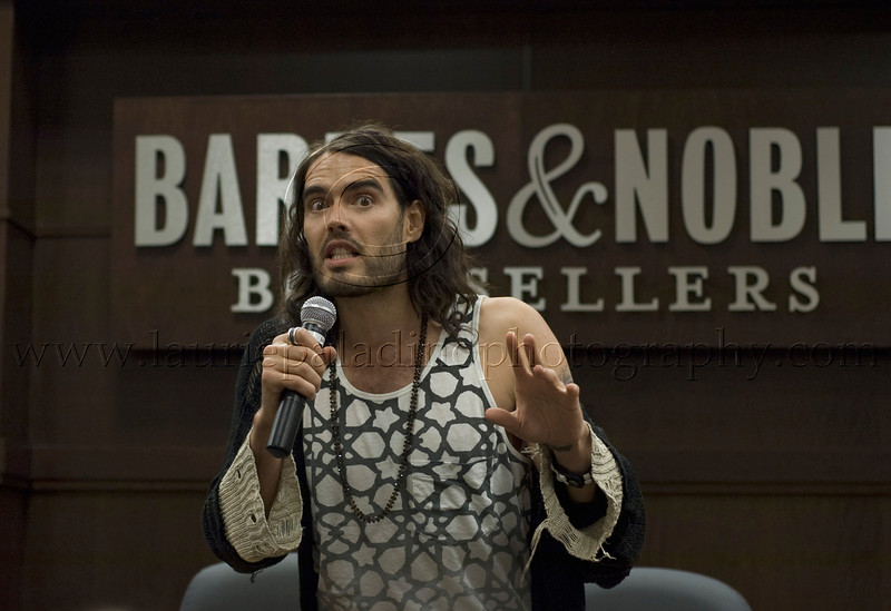 RB_lp_05102009_1016<br /> British comic, actor and author Russell Brand appears at Barnes and Noble at The Grove in Los Angeles CA to read from and sign his UK best-seller, My Booky Wook 05/12/2009<br /> Russell Brand photo ©Laurie Paladino 2009