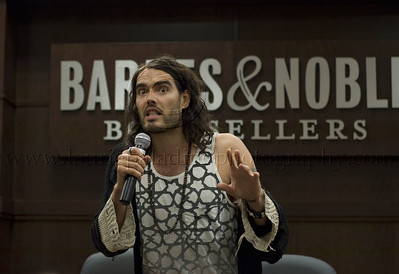 RB_lp_05102009_1016 British comic, actor and author Russell Brand appears at Barnes and Noble at The Grove in Los Angeles CA to read from and sign his UK best-seller, My Booky Wook 05/12/2009 Russell Brand photo ©Laurie Paladino 2009