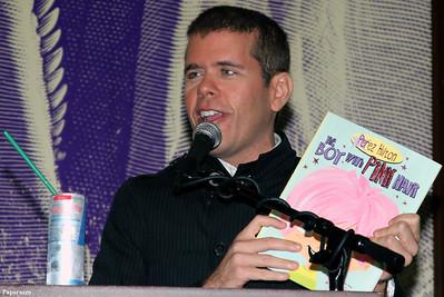Celebrity gossip blogger Perez Hilton at Barnes & Noble book signing (Union Square, New York City, September 6, 2011)