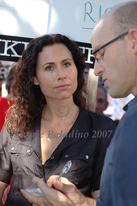 Minnie Driver supports striking writers at Writers Guild of America Rally, November 13, 2007. Universal Studios, Universal City, Los Angeles, CA. Actress Minnie Driver photographed © Laurie Paladino 2007.
