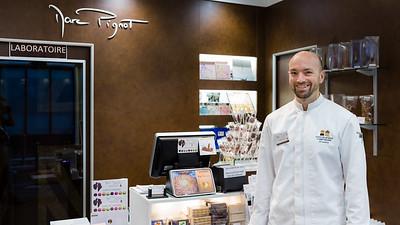 Marc Pignot - Maitre artisan chocolatier, dans sa boutique, laboratoire.