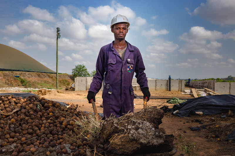 A worker at Safisana carries compost inputs to another stage of the compost process. Safisana utilizes organic waste to produce compost fertilizer for farmers in the Accra region in Ghana.