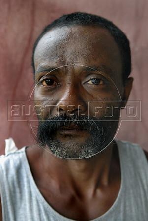 A worker in fazenda Vera Cruz, cooperativa Cabruca, Una, Bahia, Brazil, August 6, 2009. (Austral Foto/Renzo Gostoli)