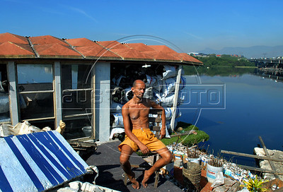 Luiz Fernando do Bispo, 40, stay at a floating house made of garbage  in Mare slum, Rio de Janeiro, Brazil, Jun. 13, 2007. Bispo made the floating house in a fetid canal with rubbish pulled from the otherwise beautiful Guanabara Bay, in the heart of Rio de Janeiro and transform it in a symbol of recycling.(Austral Foto/Renzo Gostoli)