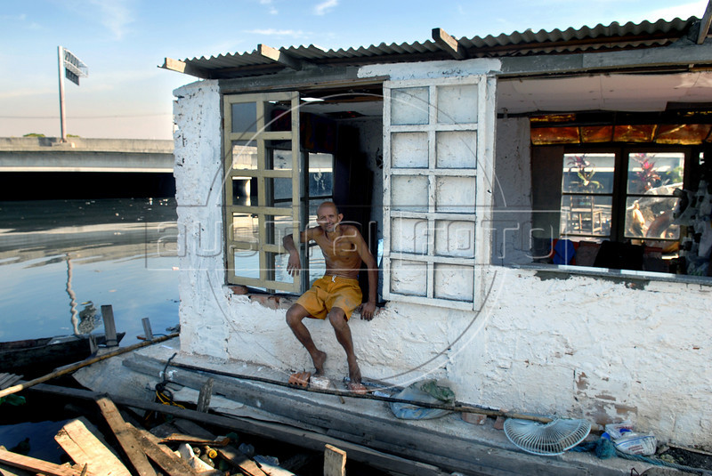 Luiz Fernando do Bispo, 40, stay at a floating house made of garbage  in Mare slum, Rio de Janeiro, Brazil, Jun. 13, 2007. Bispo made the floating house in a fetid canal with rubbish pulled from the otherwise beautiful Guanabara Bay, in the heart of Rio de Janeiro and transform it in a symbol of recycling. (Austral Foto/Renzo Gostoli)
