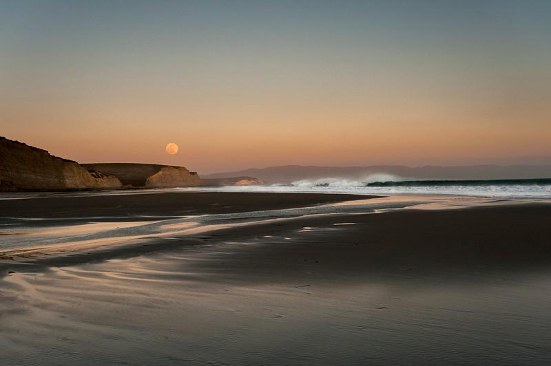 Point Reyes, Calif: Full Moon Drakes Beach.