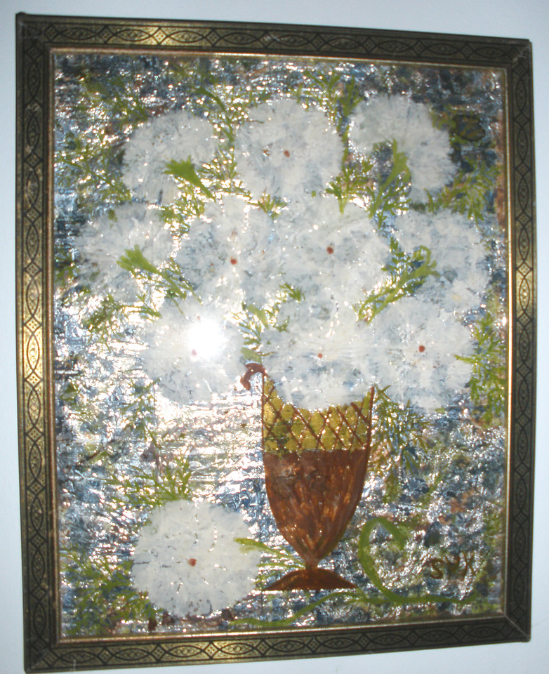 1932 White Floral Susan Veronica Keating reverse glass / tinsel painting. Property of Jane Bruton, Wilmington, DE. (Courtesy of Gotsch / Bruton)
