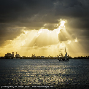 Amazing god beams from tonight's sunset along the Old San Juan El Morro waterfront trail.
