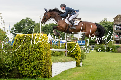 Derby Jumping onto bank2015