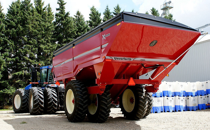 Unverferth 1315-bushel grain cart