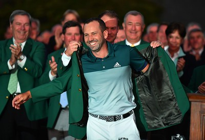 09-04-17 European Tour 2017, The Masters Tournament, Augusta National GC, Augusta, Georgia, USA. 06-09 Apr. Sergio  Garcia of Spain Defending Masters champion Danny Willett places the jacket on Sergio Garcia during the green jacket ceremony following a one-hole playoff win against Justin Rose after both finished their rounds at nine-under, forcing the playoff. # NO AGENTS #