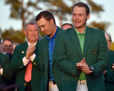 10-04-16 European Tour 2016, The Masters Tournament, Augusta National GC, Augusta, Georgia, USA. 07-10 Apr. Danny  Willett of England Masters champion Danny Willett gets the Green Jacket from Jordan Spieth following the final round of the 80th Masters  # NO AGENTS #