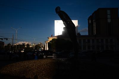 """2021 оны есдүгээр сарын 22.""""Ухамсар"""" бүтээлийг нийтийн эзэмшлийн талбайд байрлуулж """"Урлагийн хот Улаанбаатар"""" аяныг эхлүүллээ. ГЭРЭЛ ЗУРГИЙГ Д.ЗАНДАНБАТ/MPA"""