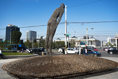 """2021 оны есдүгээр сарын 22.  """"Ухамсар"""" бүтээлийг нийтийн эзэмшлийн талбайд байрлуулж """"Урлагийн хот Улаанбаатар"""" аяныг эхлүүллээ  ГЭРЭЛ ЗУРГИЙГ Т. МӨНХ-УЧРАЛ/MPA"""