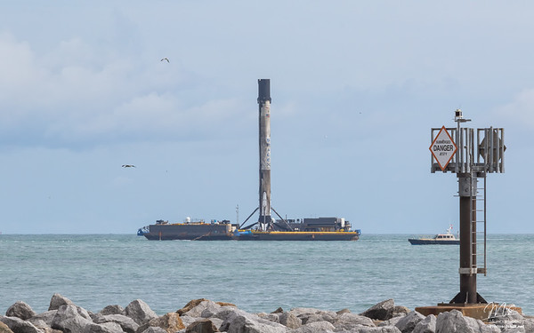 Eshail2 Falcon9 returns to port