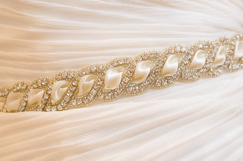 szép mennyasszonyi ruha diszítés közelről