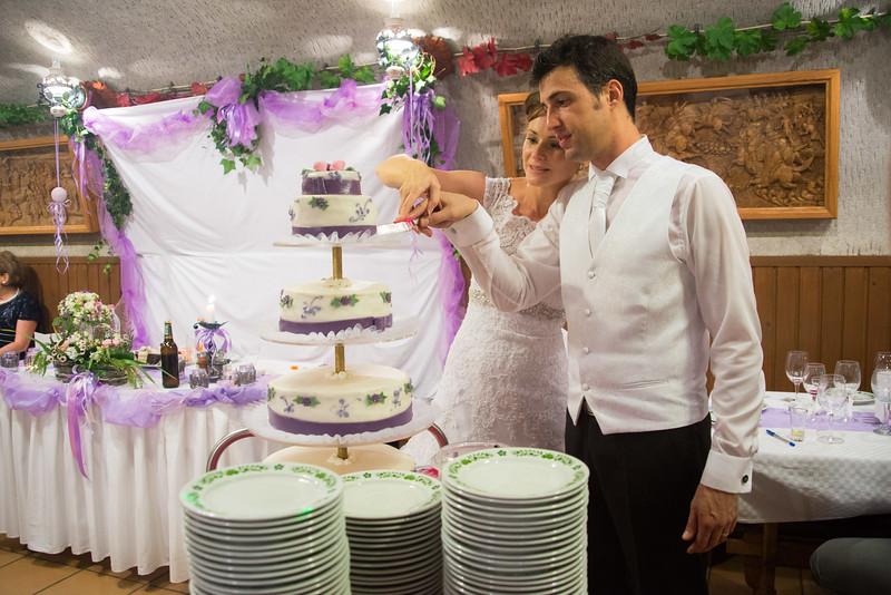 Esküvöi torta vágás