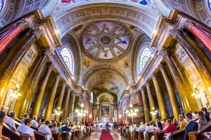 Az egri Bazilika a szertartás alatt