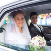 Az ifjú pár az autóban