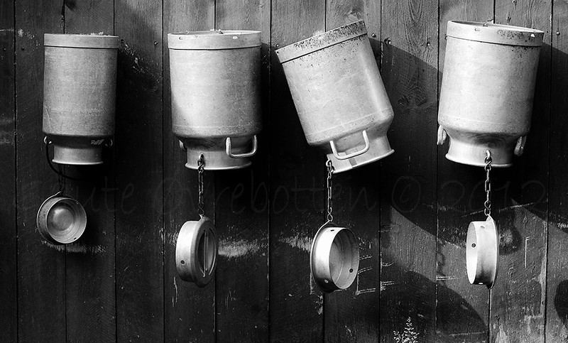 Mjølkespann (Milk buckets)