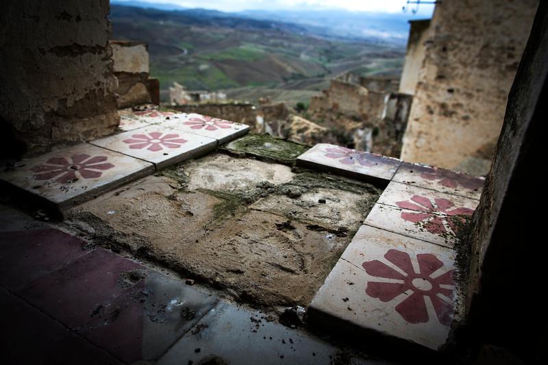 No More Tile - Craco