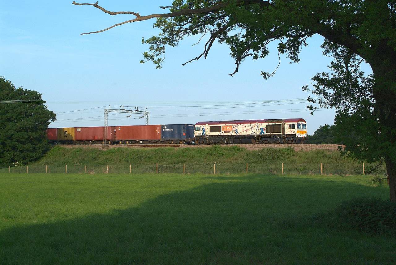 66721 Terling Rd. 1.6.2017 19.10hrs. 4M02 17.34 Felixstowe N GBRf-Hams Hall GBRf.  Sun out unbroken for 2 hours from 17.00 then at 18.58 it disappeared behind  cloud. I got a half snap of 70006 at 18.59 then the sun went in again. Came out 10 minutes later to light up an eastbound 90 on a Norwich which had no sooner disappeared behind the trees on the left than 66721 rushed out going the other way just a few seconds later. Lucky not to have a Blocker. All over in seconds, but a sort of picture snapped.  Very lucky .