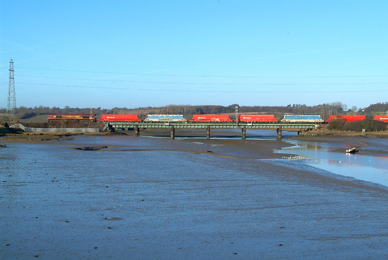 66148 Manningtree 5.1.2017 12.37hrs. 6M57 12.07 Ipswich Griffin Wharf-Watford London Cement.  Sea dredged sand.