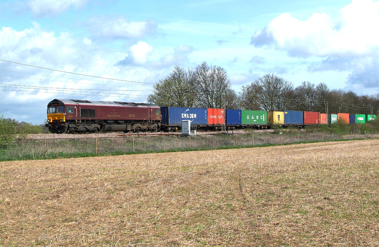Not sure about this one. 3 minutes left before April Fools finishes. 66746 Terling Rd. 1.4.2017 11.57hrs. 4M23 10.34 Felixstowe N GBRf-Hams Hall GBRf. I don't think we need to see it round here again , thank you.