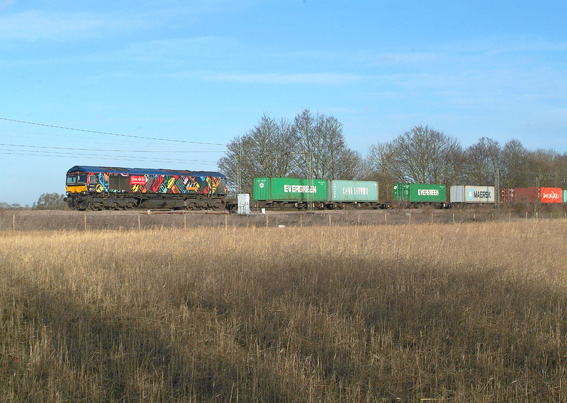 After Wednesday's Multi-Coloured Swap Shop ,here are all the remaining colours ,but sadly all on one loco. 66718 Terling Rd. 19.1.2018 12.28hrs. 4M23 10.46 Felixstowe N GBRf-Hams Hall GBRf.