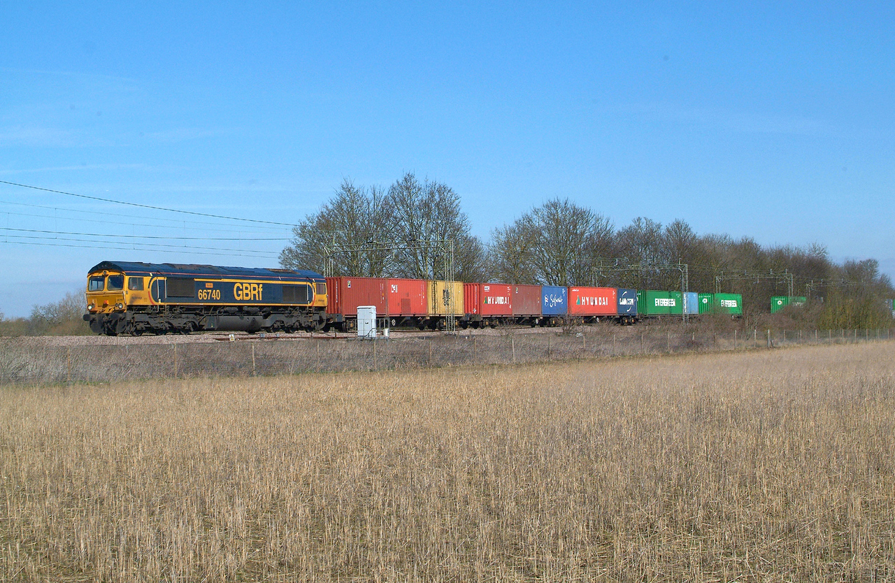 66740  Terling Rd. 21.3 .2018.  12.30hrs. Another super Wednesday but sadly no 4L02 ,the Hams Hall-Felix job , no Marks Tey sand either , so it was 4M23 10.46 Felixstowe N GBRf-Hams Hall GBRf or nowt.