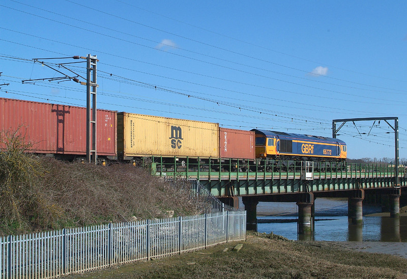 Just over 10 minutes after 66751 and the tanks , 66772 takes the same route , at least as far as Ipswich.