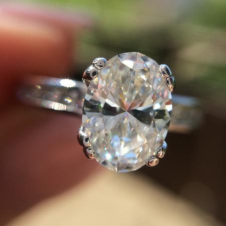 1.05ct Oval Cut Diamond Solitaire, Jaffe Setting