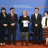 "Bachelet aplicará medidas a favor de empresas sociales - See more at: <a href=""http://www.avina.net/esp/10922/bachelet-aplicara-medidas-a-favor-de-empresas-sociales/"">http://www.avina.net/esp/10922/bachelet-aplicara-medidas-a-favor-de-empresas-sociales/</a>"