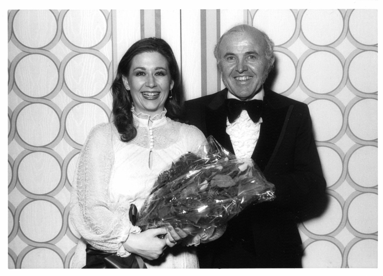 San Francisco Opera Singer Evelyn de la Rosa receives bouquet from Dr. Ethan Allen following her performance at the 1981 Founders Banquet.