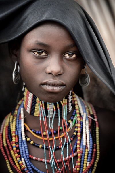 Arbore look and adornment