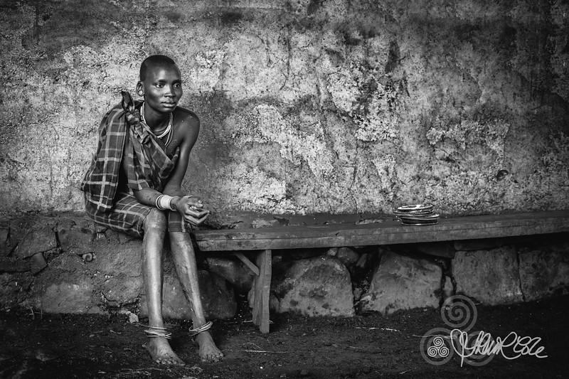 Suri woman on a bench, Tulgit