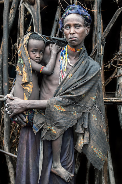 Mother and child Arbore