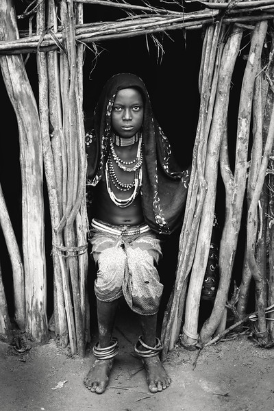 Arbore girl in doorway, Chew Bahir