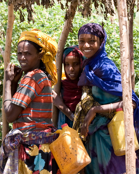 Somali women selling camel milk
