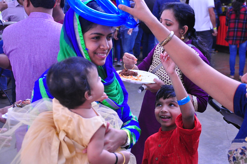 India Fest Shaheela Shameer ( blue and green) Nayana Shobby ( baby) Nehan Praveen (orange)