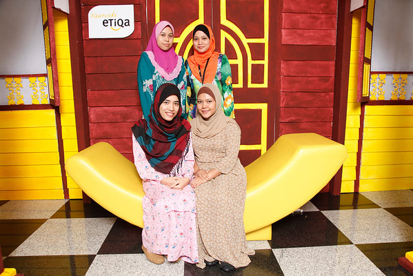 Etiqa Staff Raya 2012 - Rumah Kampung Photoshoot
