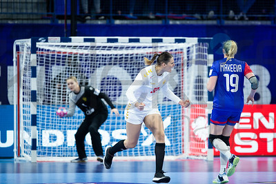 Katarina Bulatovic (32) and Kseniia Makeeva (19) - Women's EHF EURO 2018, preliminary round game -  Group B - Russia - Montenegro in Palais des sports Jean Weille Nancy, Nancy, France 02.12.2018. Mandatory Credit ©  Uros Hocevar / kolektiff