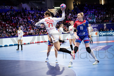 Majda Mehmedovic (77) and Kseniia Makeeva (19) - Women's EHF EURO 2018, preliminary round game -  Group B - Russia - Montenegro in Palais des sports Jean Weille Nancy, Nancy, France 02.12.2018. Mandatory Credit ©  Uros Hocevar / kolektiff