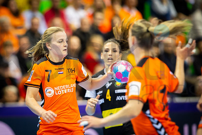 Debbie Bont (7) and Carmen Dolores Martin Berenguer (4) - Women's EHF EURO 2018, preliminary round game - Group C - Netherlands - Spain in L'Axone, Montbeliard, France, 03.12.2018. Mandatory Credit ©  Jure Erzen / kolektiff