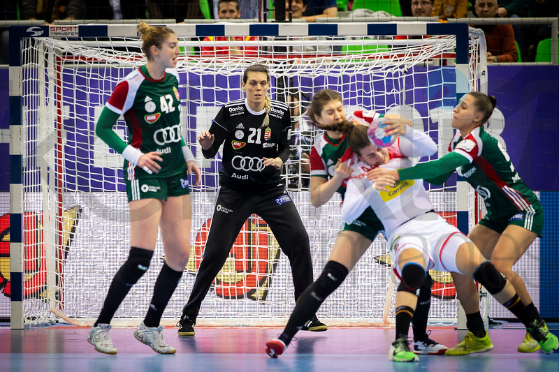 Szimonetta Planeta (42) and Eva Kiss (21) - Women's EHF EURO 2018, preliminary round game - Group C - Hungary - Spain in L'Axone, Montbeliard, France, 05.12.2018. Mandatory Credit ©  Jozo Cabraja / kolektiff
