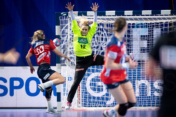 Stine Bredai Oftedal (10) and Dinah Eckerle (12) - Women's EHF EURO 2018, preliminary round game -  Group D - Norway - Germany in Brest Arena, Brest, France, 01.12.2018. Mandatory Credit ©  Nebojsa Tejic