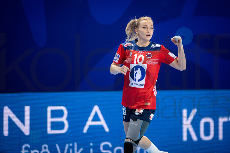 Stine Bredai Oftedal (10) . Women's EHF EURO 2018, preliminary round game -  Group D - Norway - Germany in Brest Arena, Brest, France, 01.12.2018. Mandatory Credit ©  Nebojsa Tejic