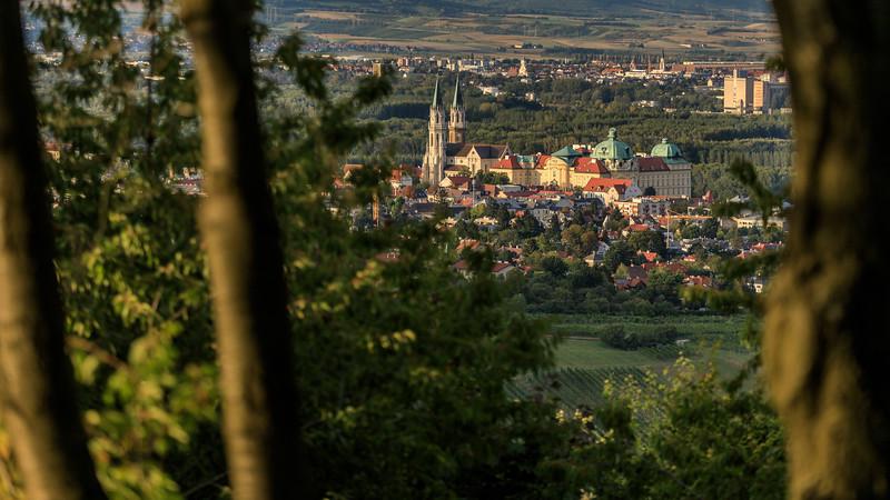 Stift Klosterneuburg, Stiftskirche, Weinberg, von der Höhenstraße