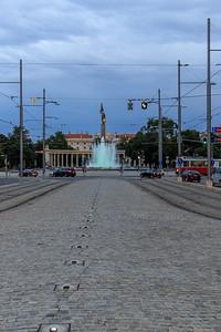 Schwarzenbergplatz mit Hochstrahlbrunnen
