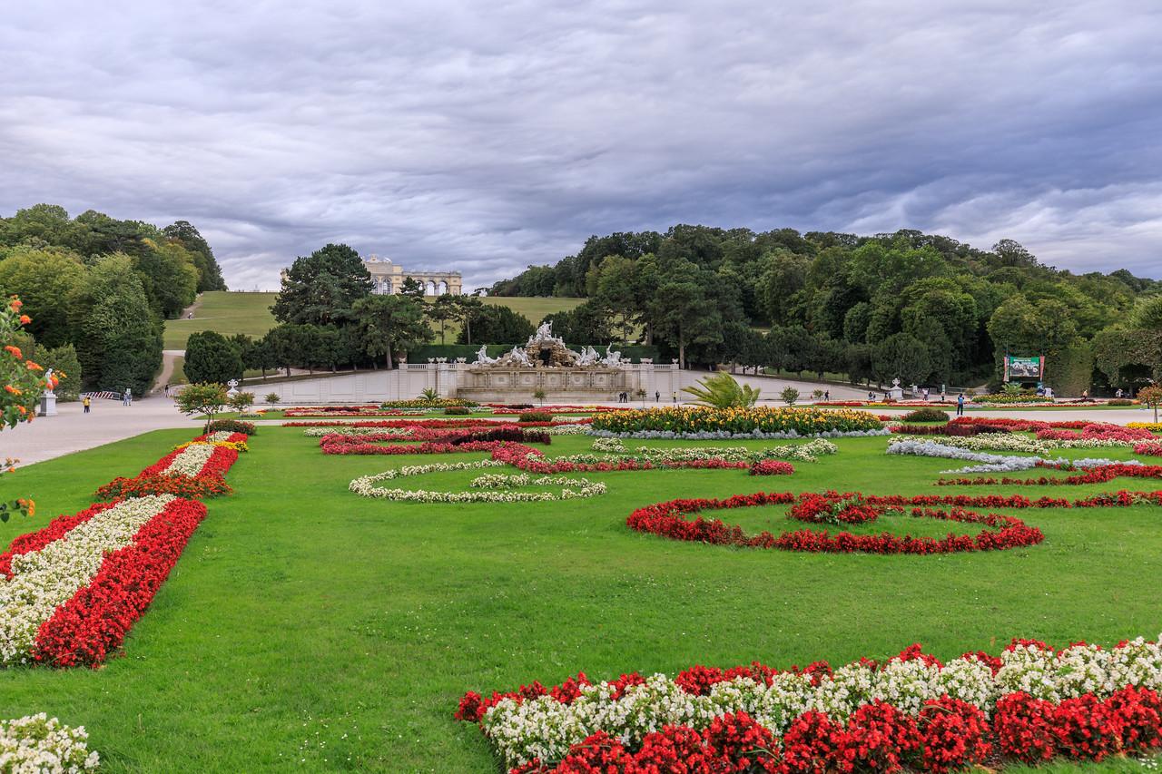 Unwetter zieht auf über Schloss Schönbrunn
